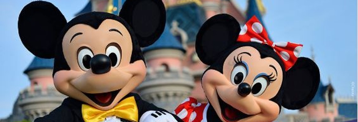 DISNEYLAND PARIS CHRISTMAS OFFER Book a package for 4, 5 or 6 nights & Get up to 2 Free Nights* For arrivals 7th November 2018 to 31st December 2018 - Book by 1st October 2018